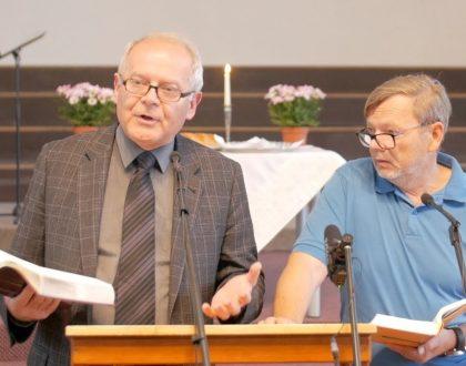 Jozua izaicina baznīcu turēt grūtu derību